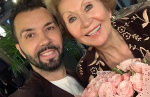 Денис Клявер показал фото со своей мамой и поздравил её с ДР