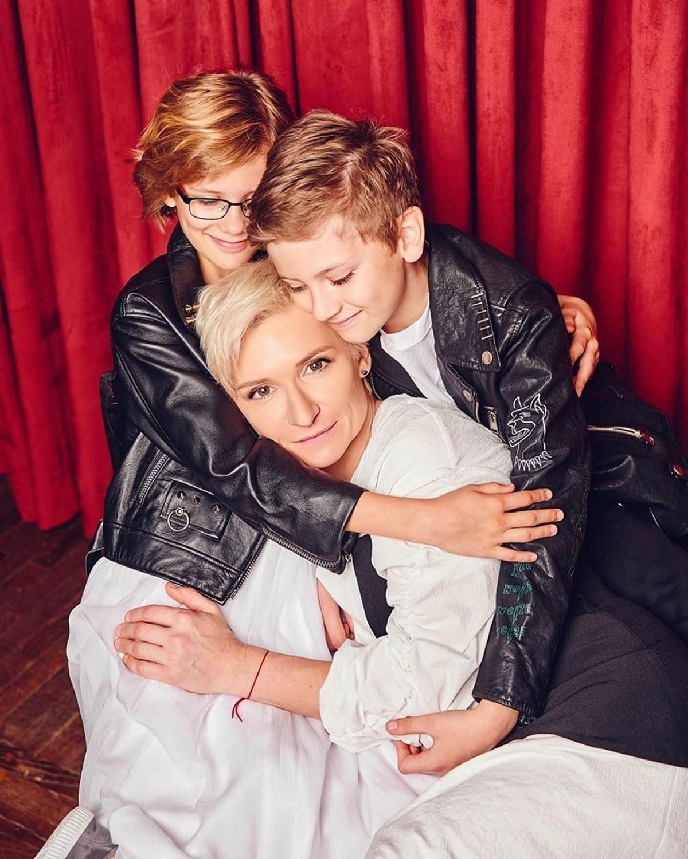 Диана Арбенина показала милые фото своих двойняшек, которым исполнилось по 10 лет