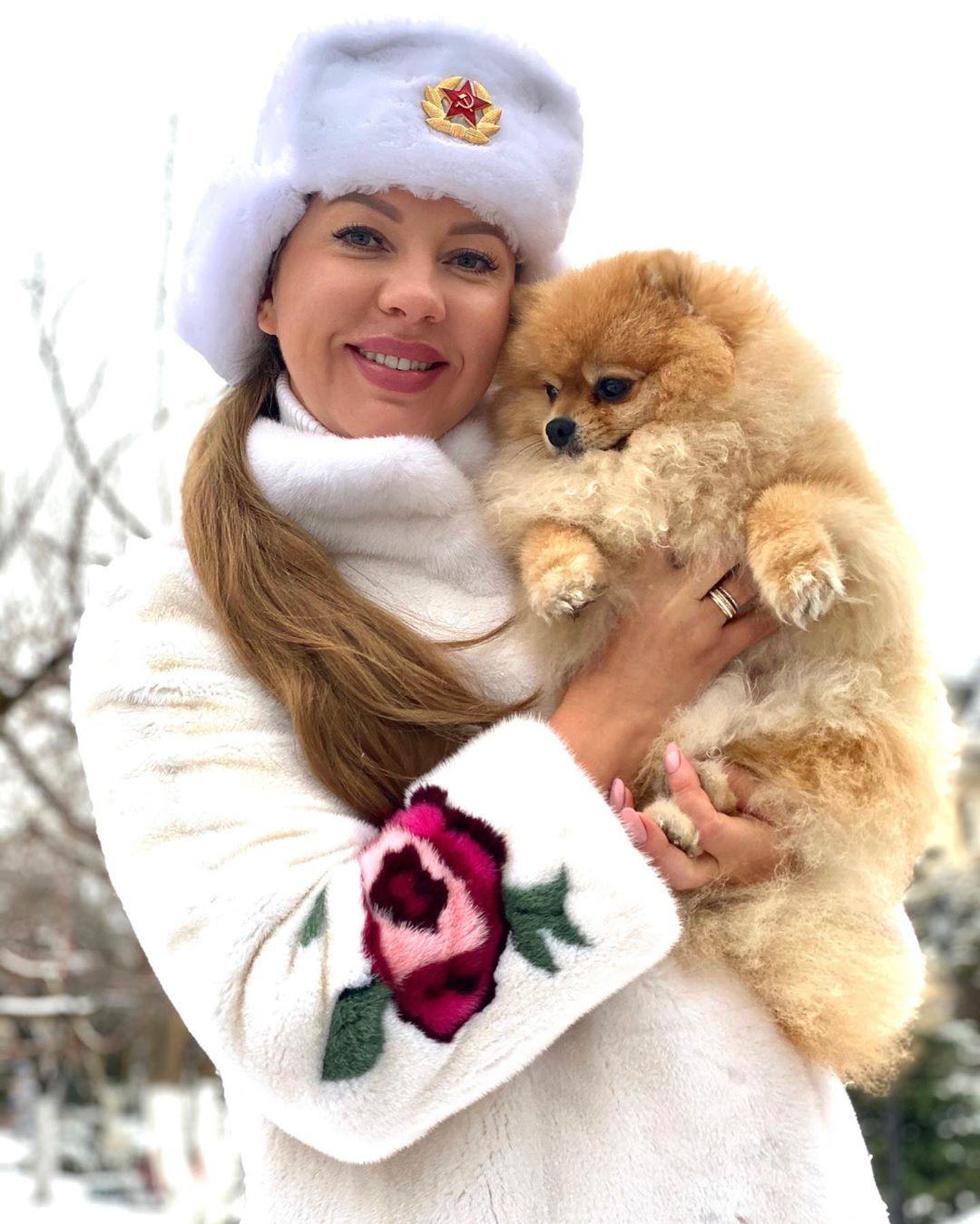 Певица Наталия Иванова показала фото со своим милым шпицем