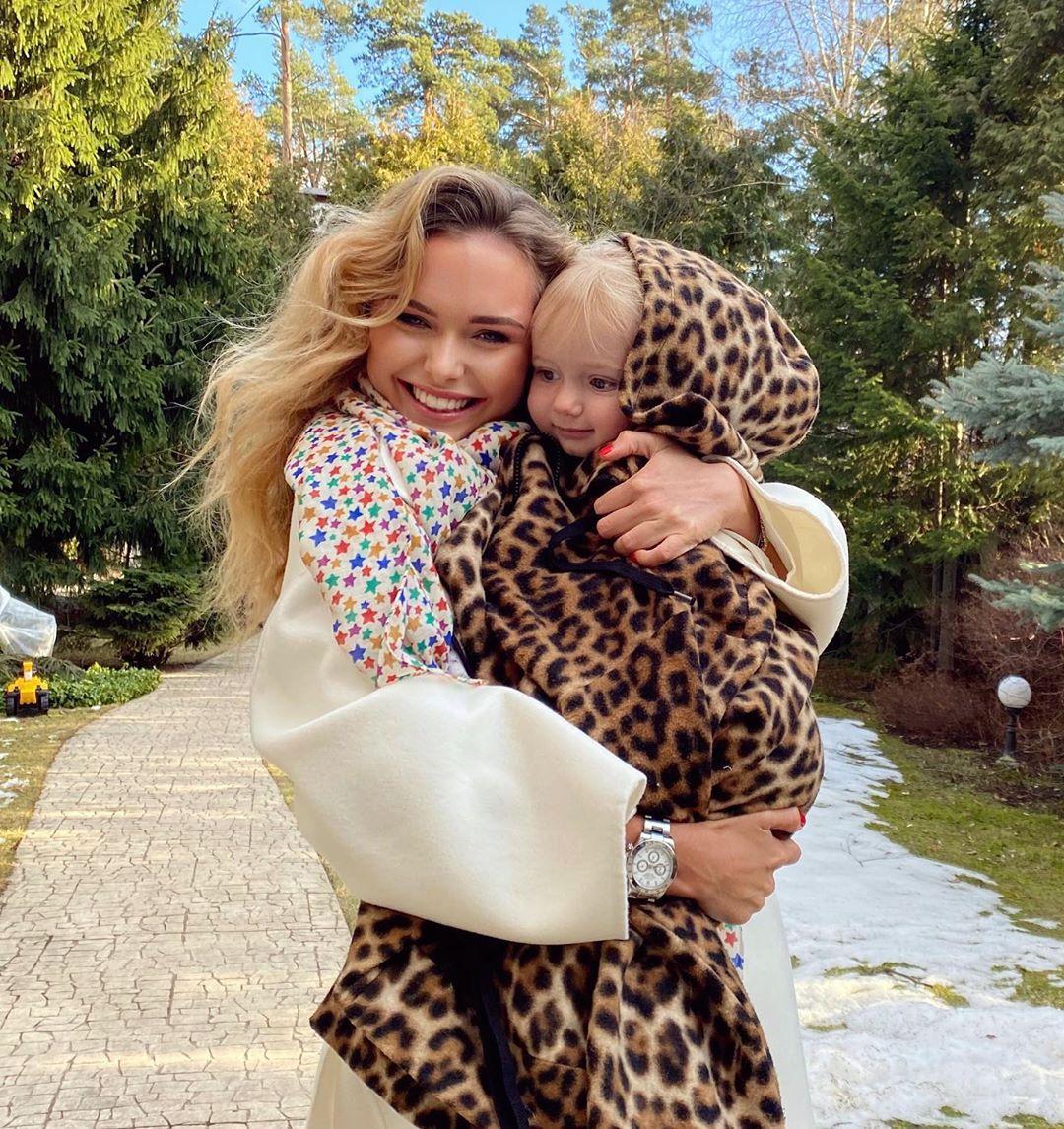 Дочь Дмитрия Маликова показала милые фото с братиком
