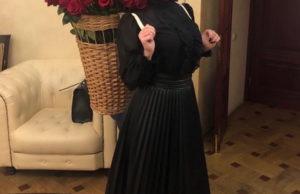 Эдгар Запашный подарил Пелагее большой букет красных роз