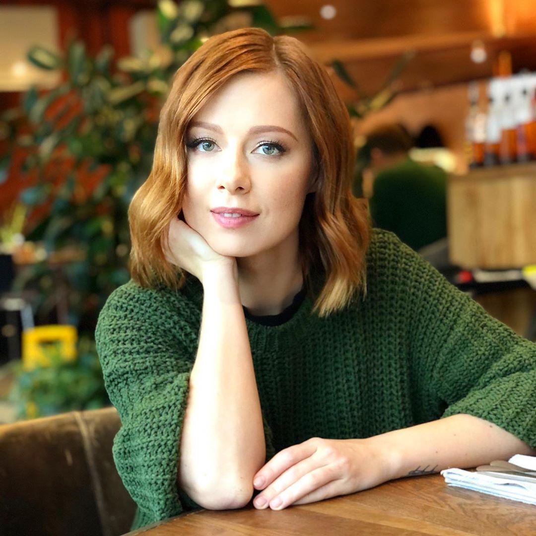 Юлия Савичева намекнула, что её новая песня «Селяви» про расставание с Фадеевым