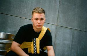 Иван Валеев & Твоя молодость записали новую песню «Ветром»