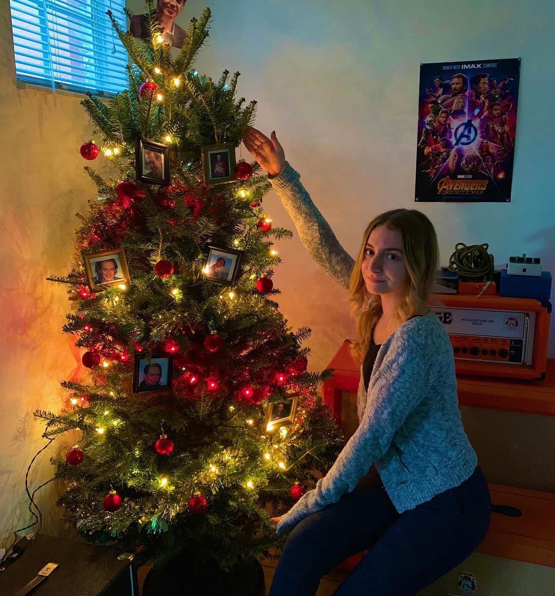Милое новогоднее фото Лизы Варум