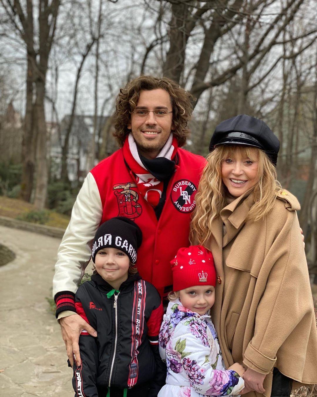 Максим Галкин показал фото с прогулки с Аллой и детьми