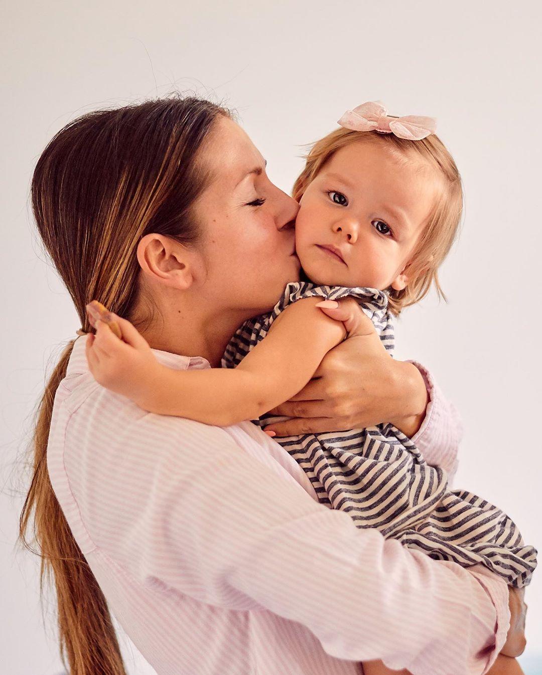 Нюша показала милое фото со своей дочкой
