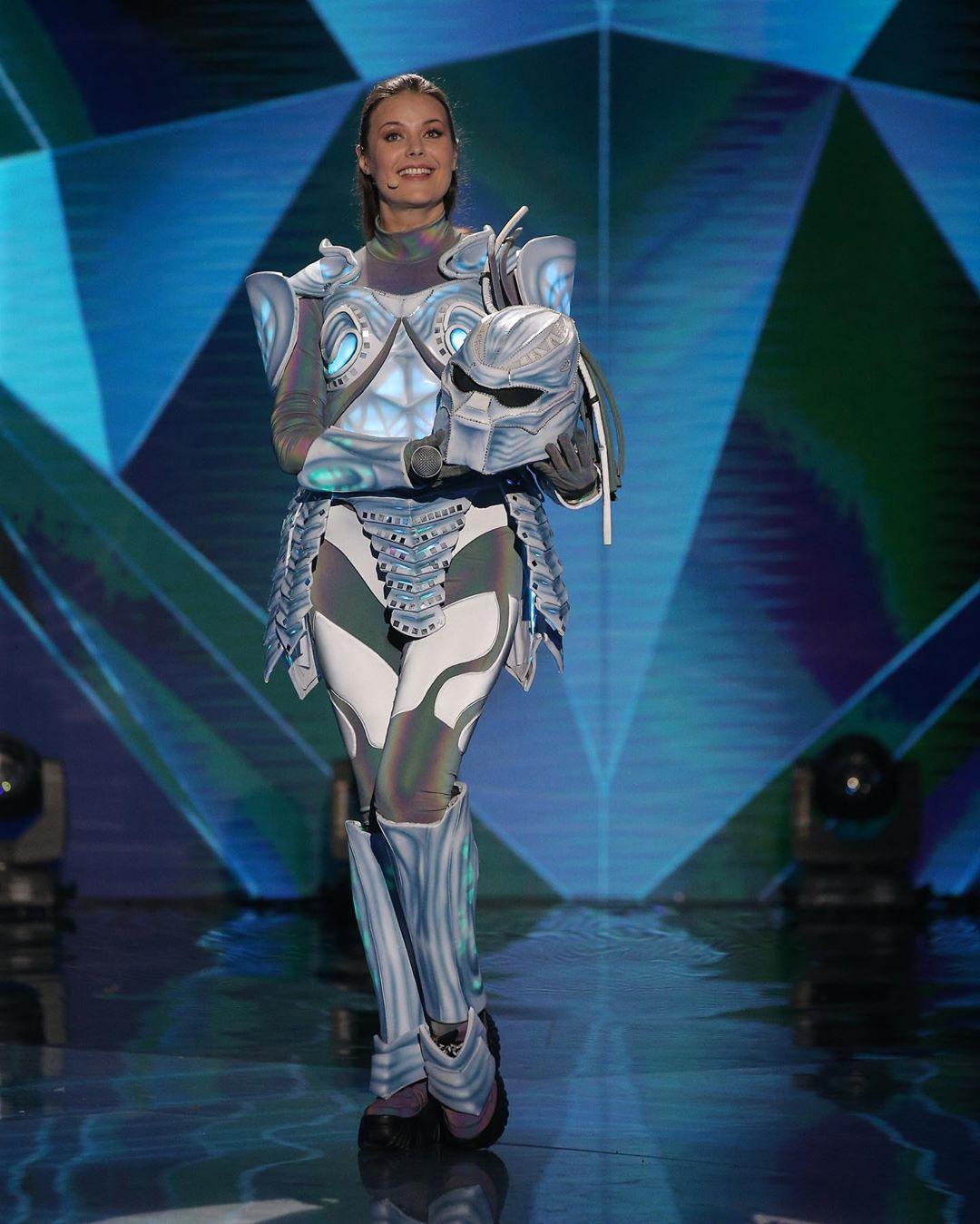 Оксана Федорова в костюме робота