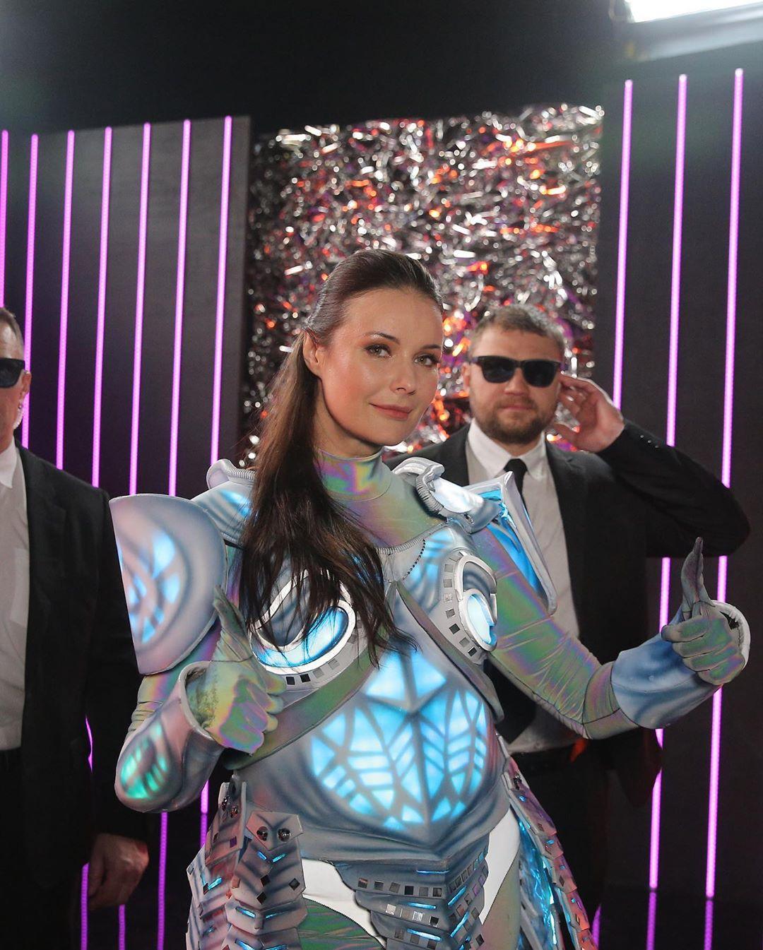 Оксана Федорова сняла маску на шоу Маска