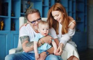 Наталья Подольская показала подборку милых фото с мужем и сыном