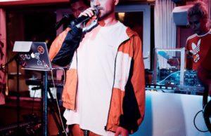 Саша Санта записал новую песню «Он тебе не пара»