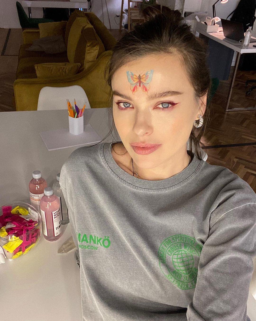 Елена Темникова выпустила музыкальный фильм «Звуки»