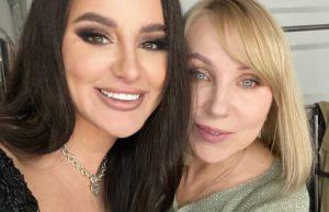Исполнительница хита «Грустный дэнс» показала фото со своей мамой