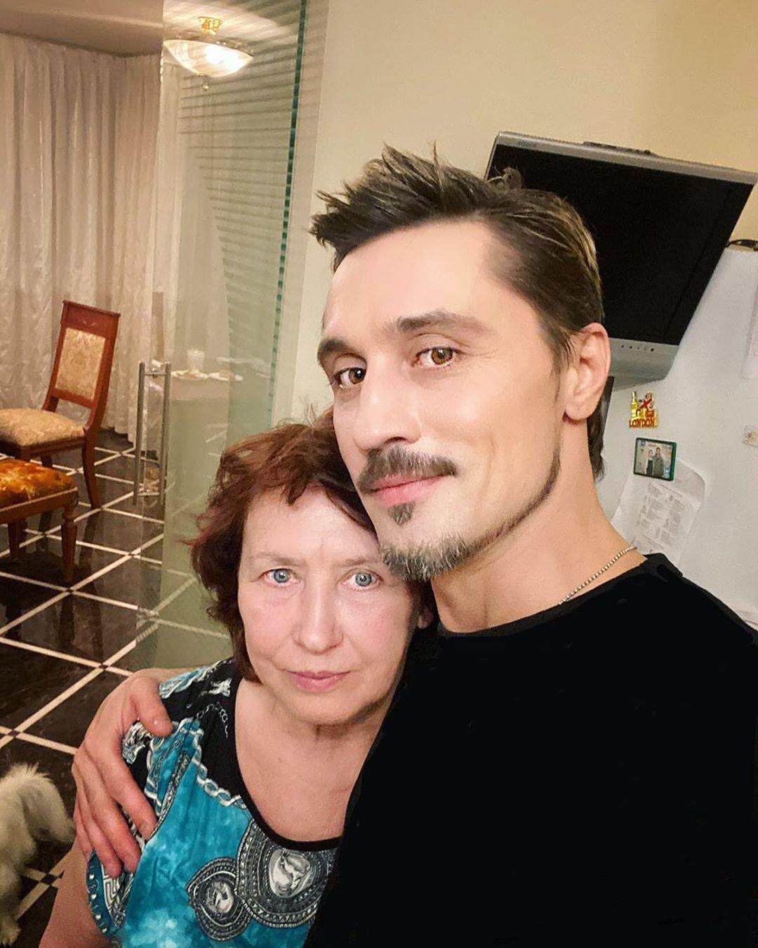 Дима Била со своей мамой