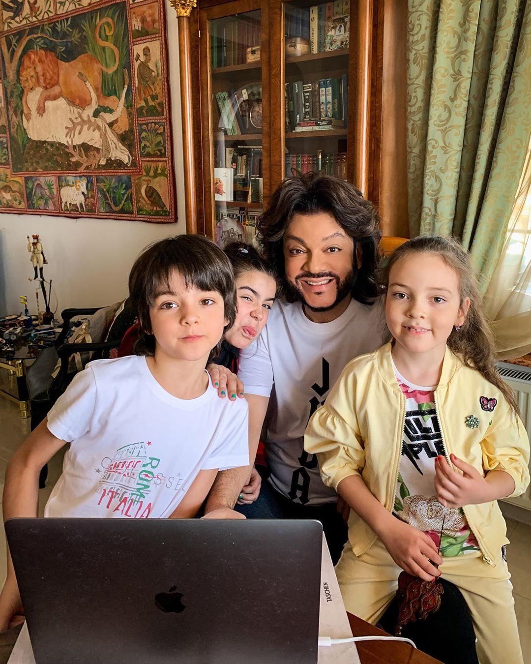 Филипп Киркоров показал фото со своими детьми и дочкой Ани Лорак