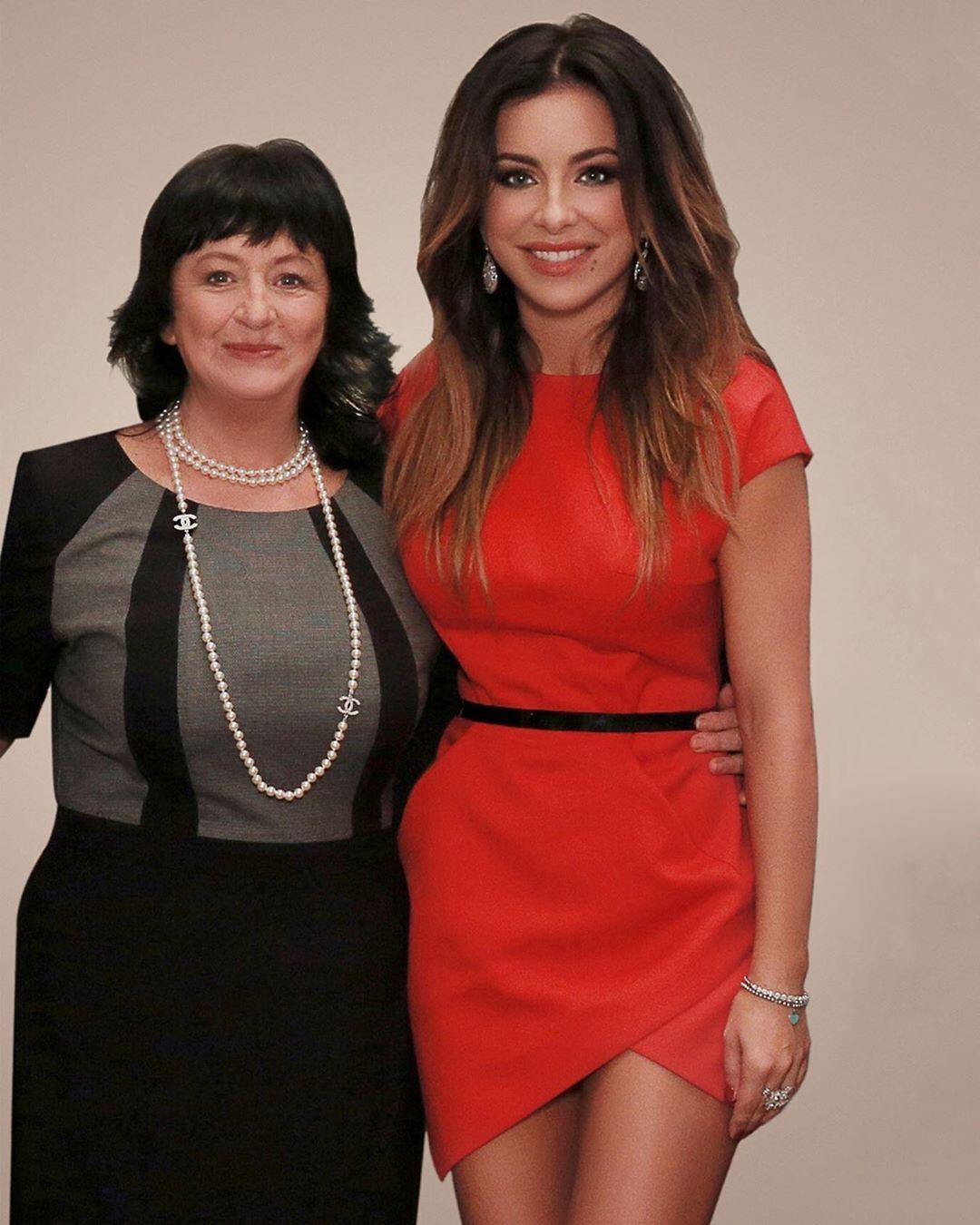 Ани Лорак поблагодарила свою маму Жанну за жизнь