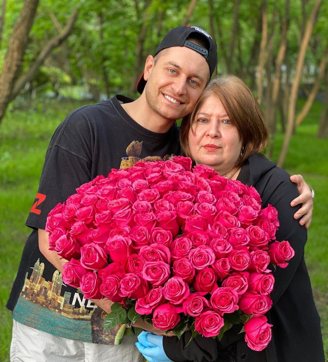 Бойфренд Ольги Бузовой показал фото со своей мамой