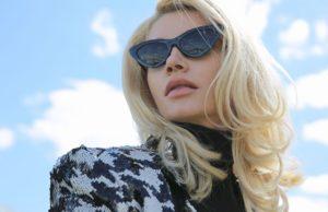 Миша Романова выпустила черно-белый клип на песню «Ты»