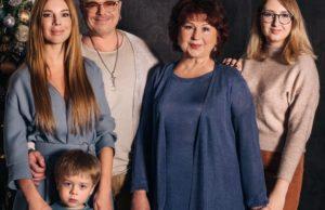 Наталья Подольская показала фото с мужем, сыном, мамой и племянницей