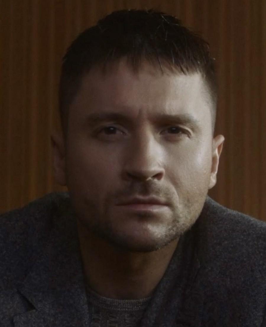Сергей Лазарев в новом клипе выбрался из лабиринта чувств и нашел дорогу к любимой