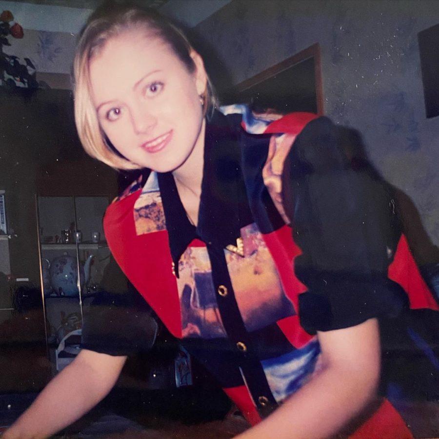 Натали показала блузку из 90-х, в которой ходило много народу