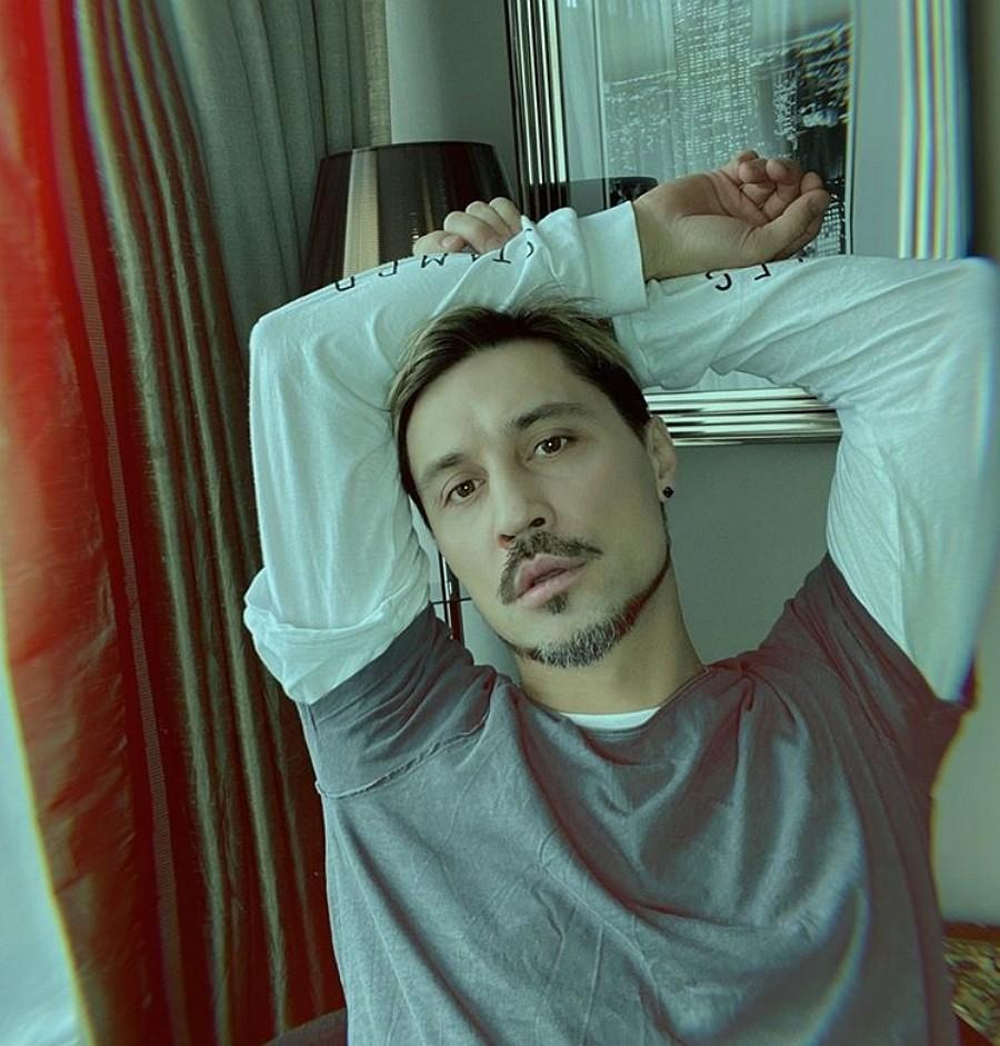 Дима Билан после трудного рабочего дня