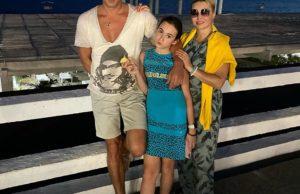 Катя Лель показала фото с мужем и дочкой на отдыхе в Сочи