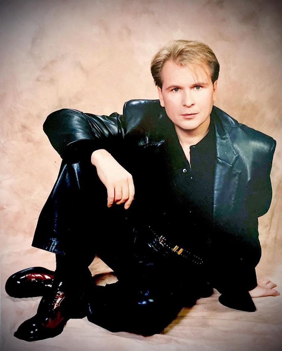 Александр Малинин показал свое ранее неопубликованное фото из 90-х