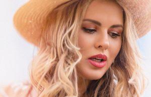 Анна Семенович выпустила новую летнюю танцевальную песню «МаниБой»