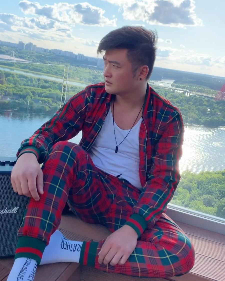 Анатолий Цой выпустил новую песню «Вернуть»