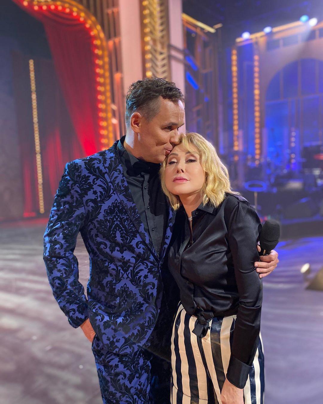 Любовь Успенская пришла в полосатых штанах на шоу «Три аккорда»