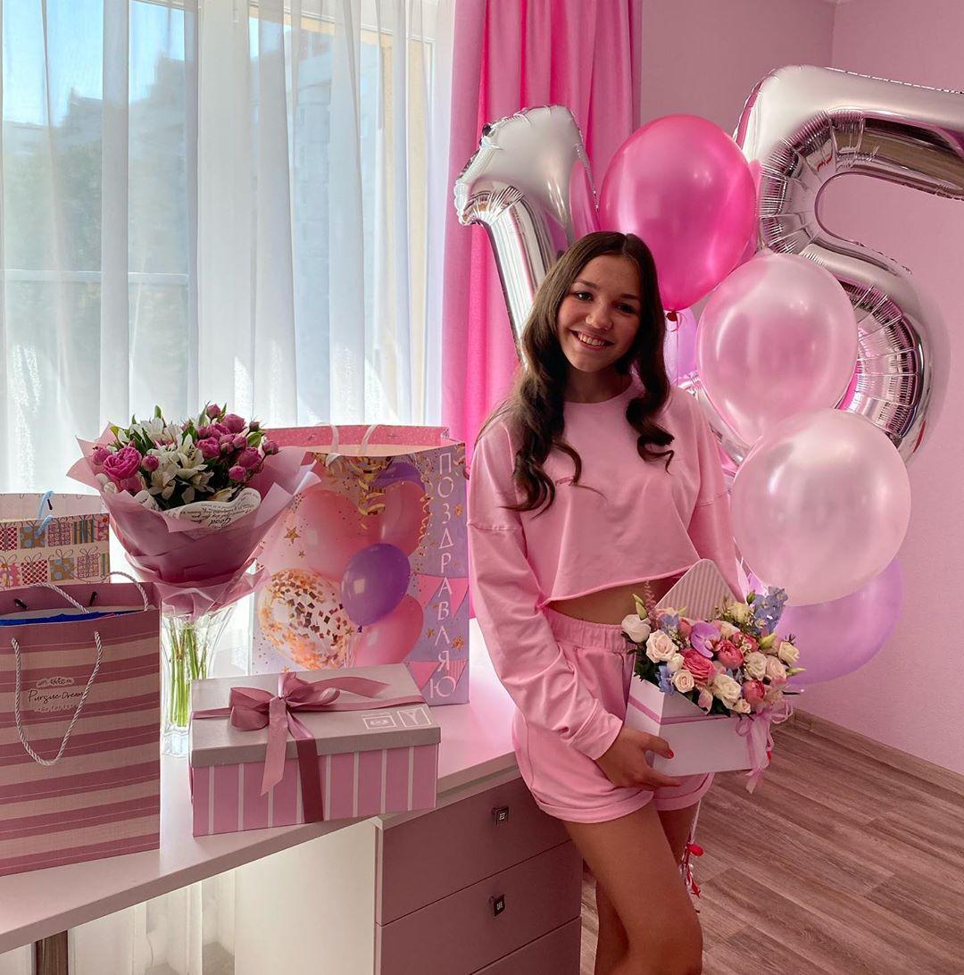 Алины Штырняевой исполнилось 15