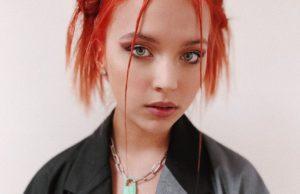 Самая молодая певицы лейбла «Velvet» DAASHA выпустила песню «Синими ракетами»