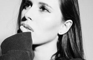Эльвира Т показала новую романтическую песню «Мрачные небеса»