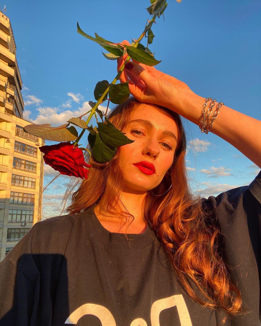 Певица Луна выпустила песню «Летние бульвары» из предстоящего альбома