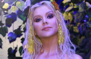 Натали показала красивые яркие образы в клипе «Поехали на дачу»