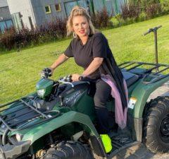 Анна Семенович впервые прокатилась на квадроцикле