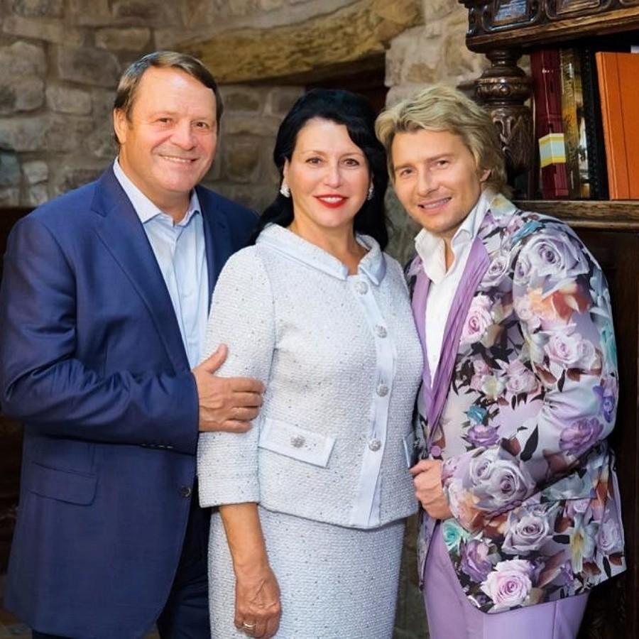 Николай Басков показал фото со своими родителями