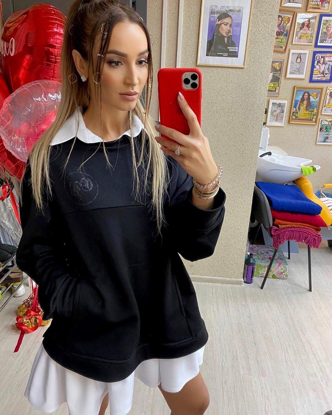 Ольга Бузова в школьной форме