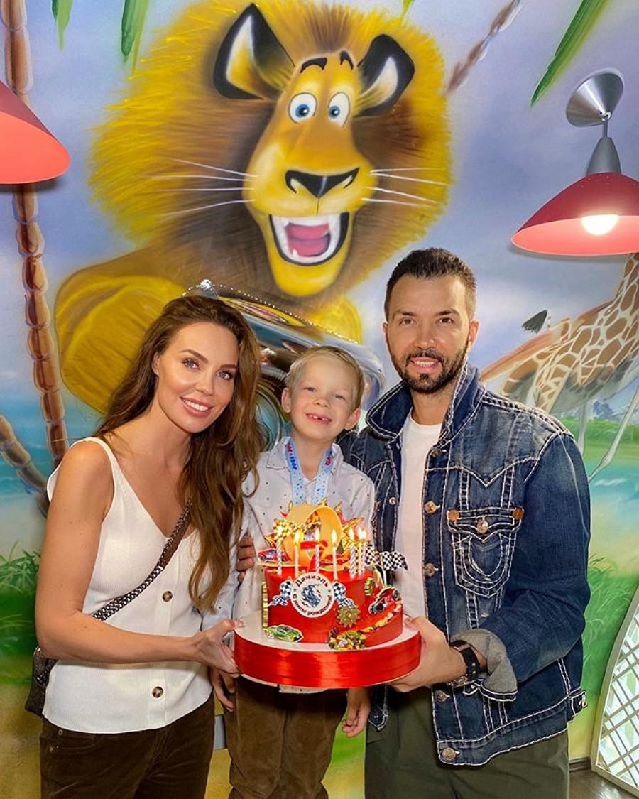 Денис Клявер показал фото с Дня рождения младшего сына