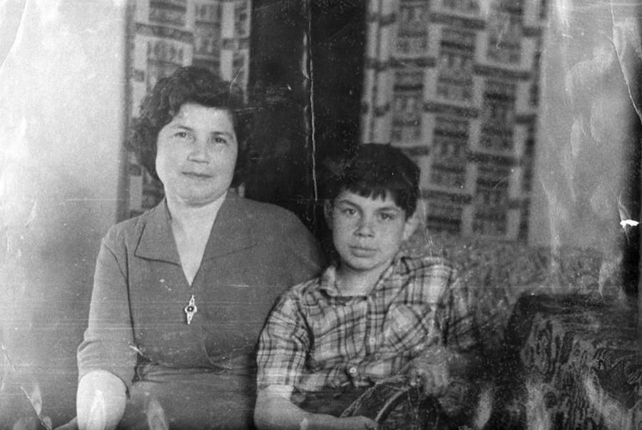 Олег Газманов показал фото своей мамы и немного рассказал о ней