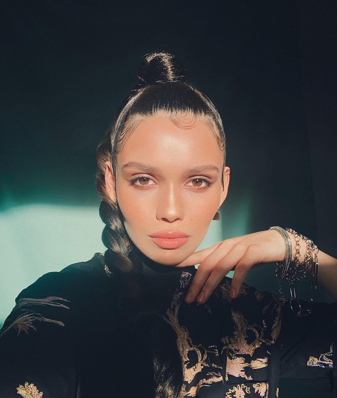 Певица лейбла «Gazgolder» STRANIZA выпустила песню «Огни»