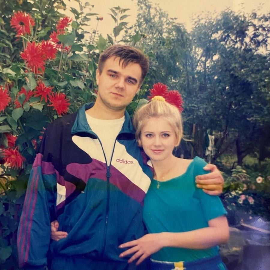 Певица Натали показала фото с мужем на даче, когда ей было 22 года
