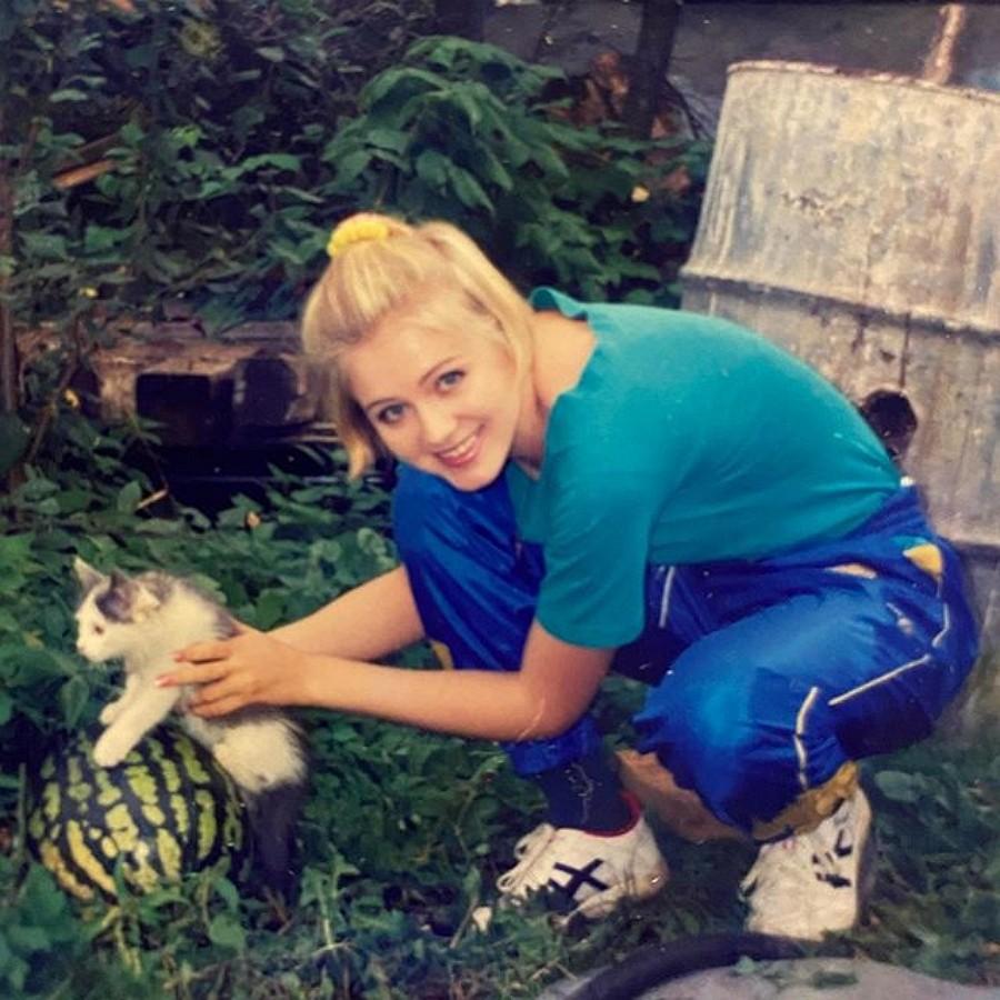 Натали на даче в 1996 году