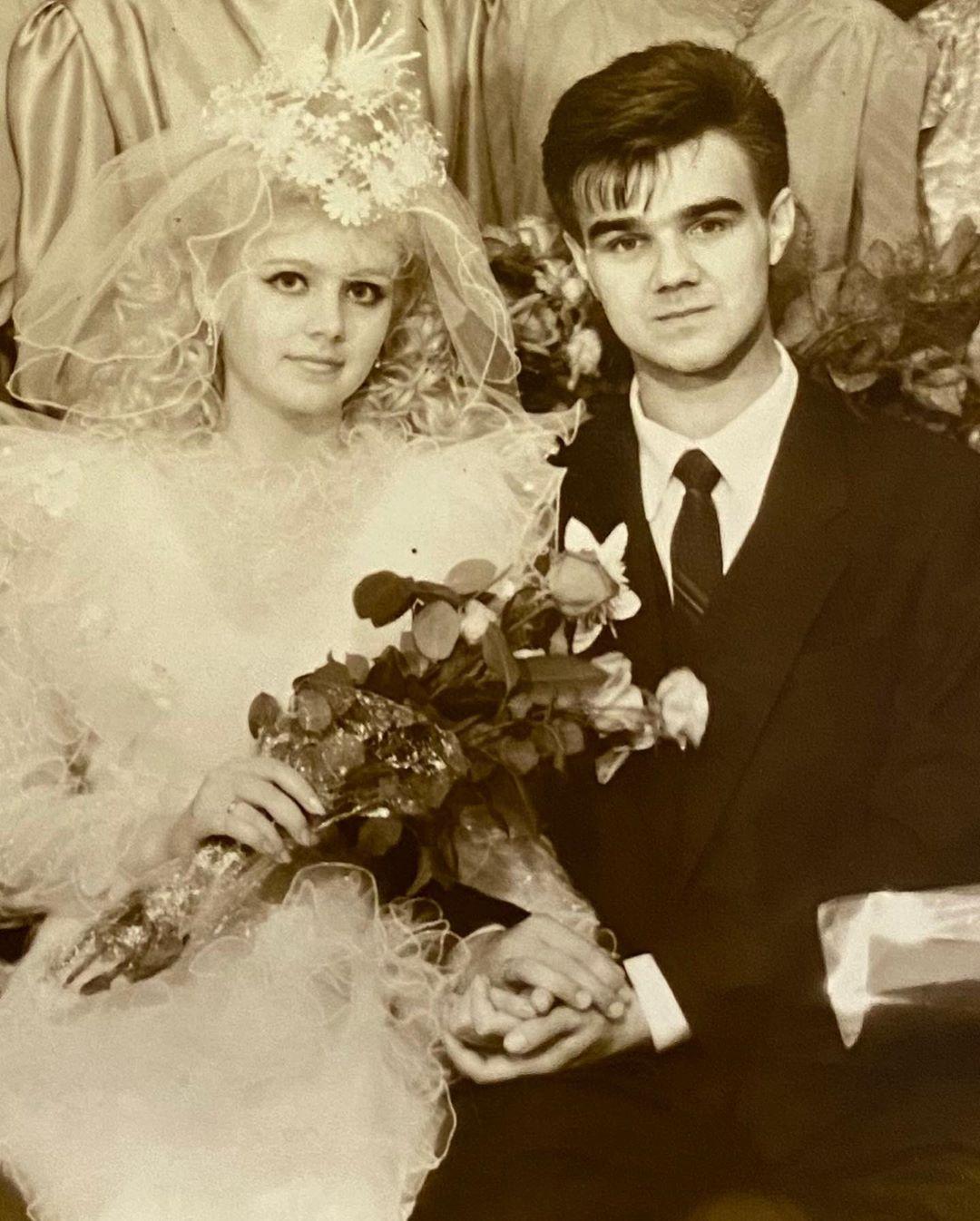 Певца Натали показала свои фото со свадьбы. Тогда ей было всего 17 лет