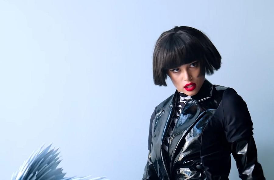 Владимир Пресняков показал странную девушку в новом клипе