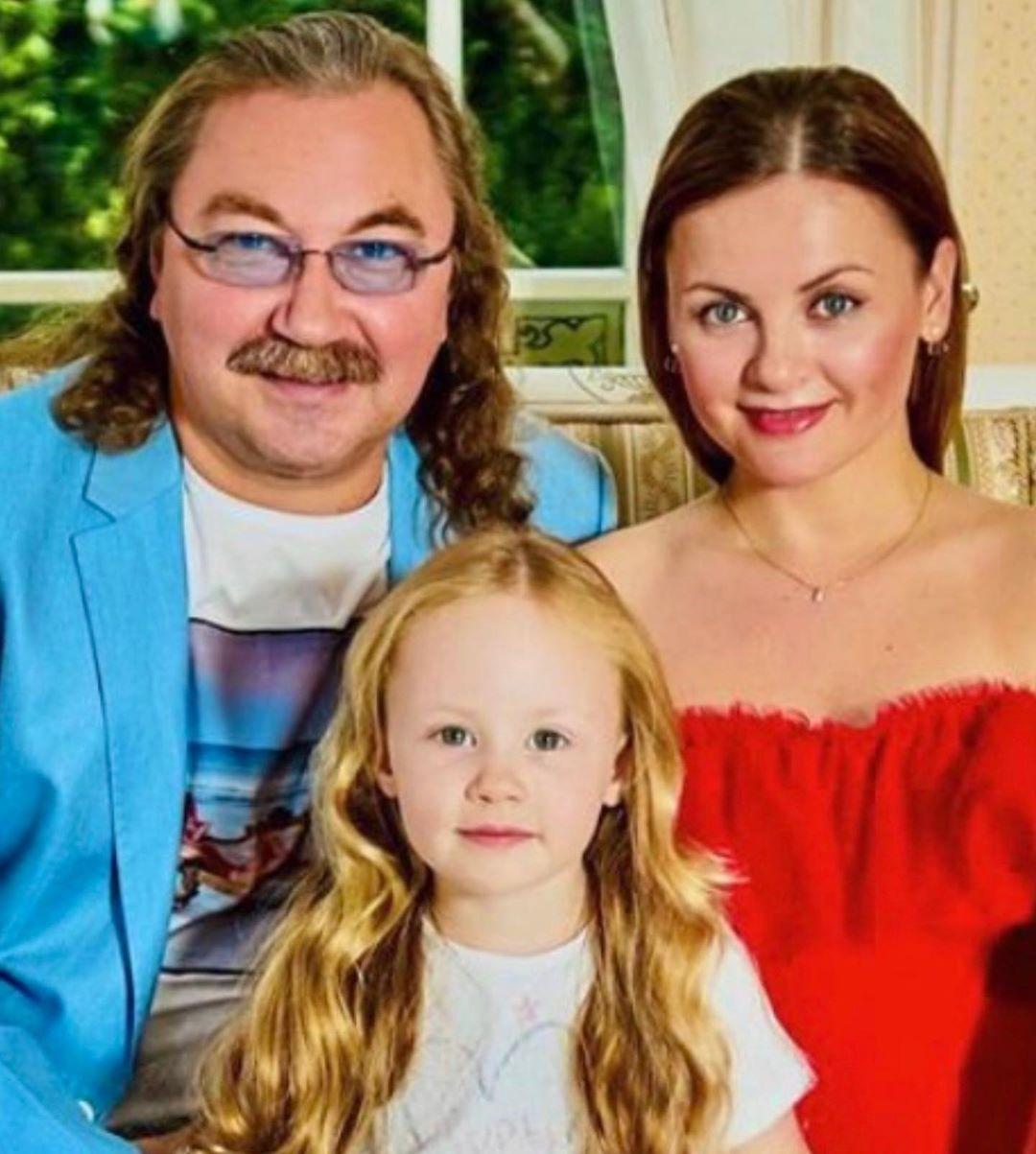 Игорь Николаев и Юлия Проскурякова отметили розовую свадьбу
