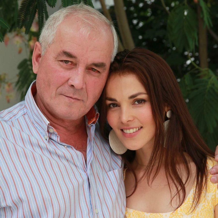 Сати Казанова со своим отцом
