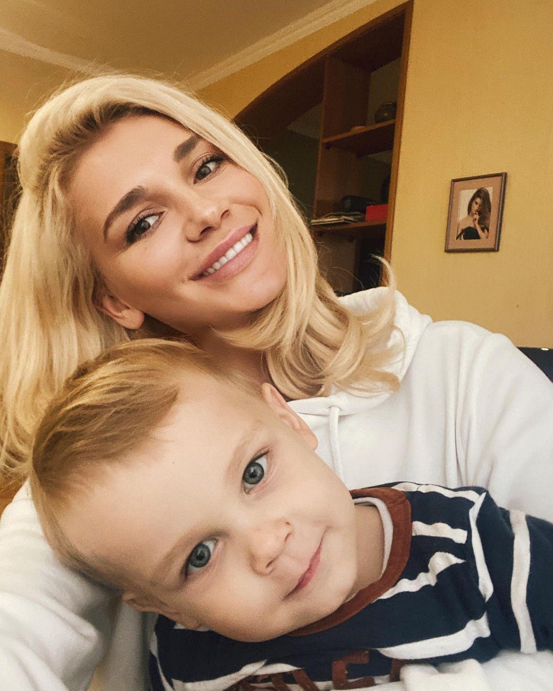 Миша Романова с сыном Мартином