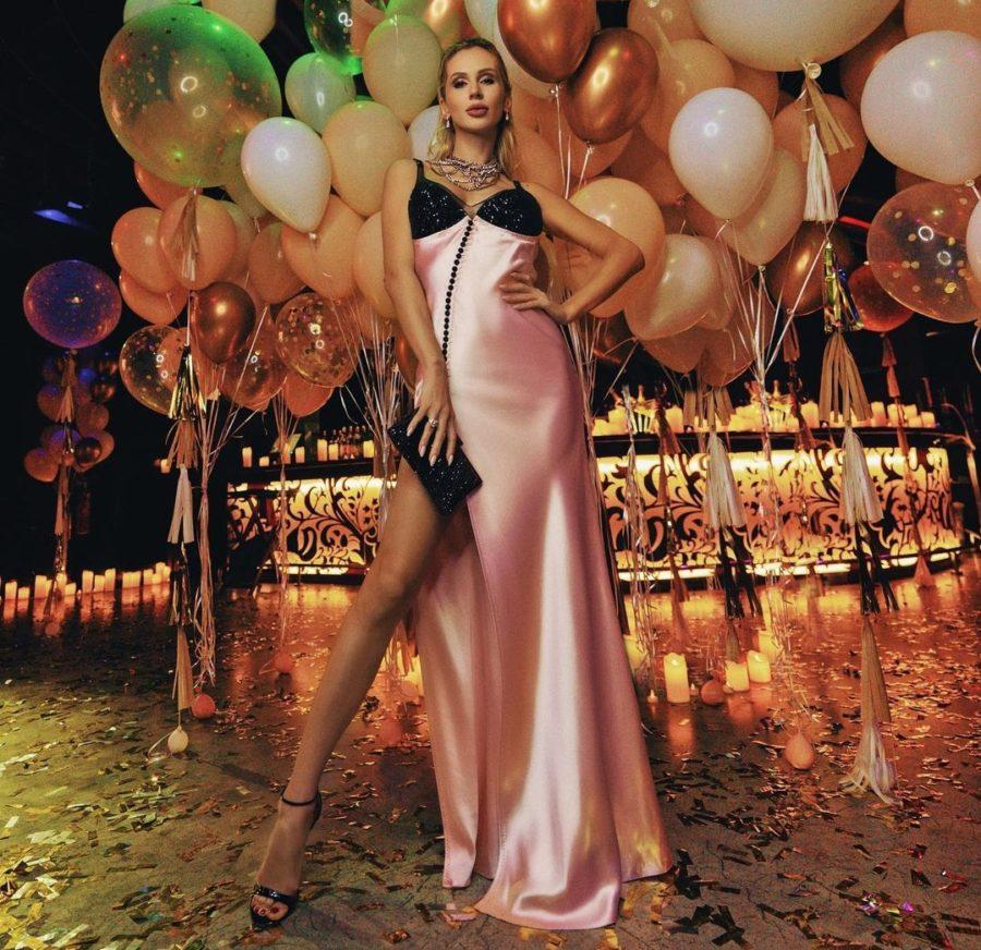 Лобода надела красивое длинное платье на свой День рождения