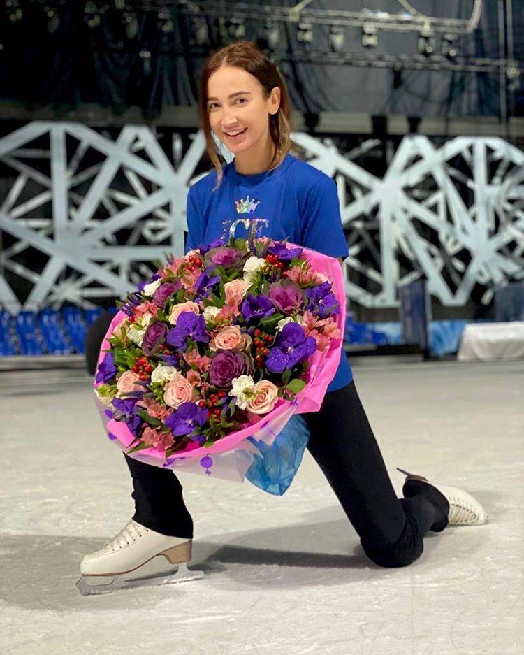 Ольга Бузова тренируется на льду, когда у всех выходной